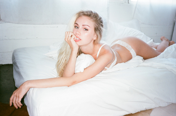 Mainstream Model Scarlett Leithold - 14