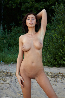 Photo #1 of 15+   Busty Brunette Babe OutDoors