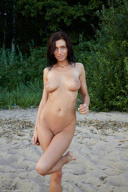 Photo #4 of 15+   Busty Brunette Babe OutDoors