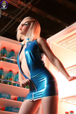 Rubber Dollies Hungry Blonde  - 04