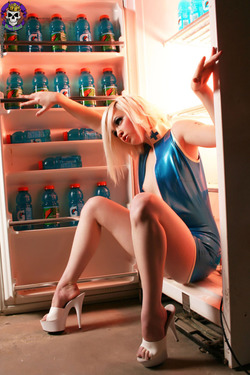 Rubber Dollies Hungry Blonde  - 08