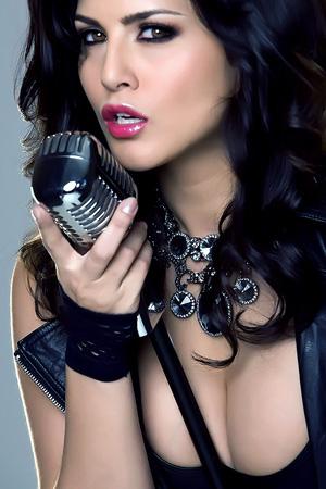 ShowGirl Sunny Leone