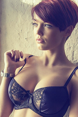 Mainstream Hottie Rosie Robinson