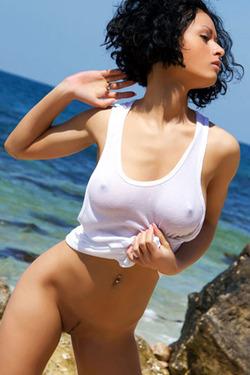 Natural Busty Teen Seaside