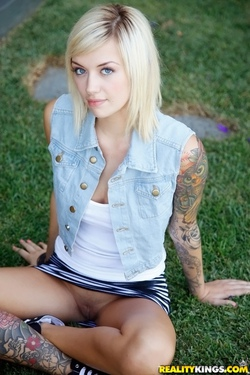 Young Beauty Emma Mae - 00