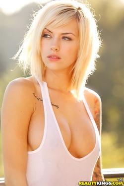 Young Beauty Emma Mae - 09